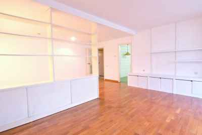 Bright apartment with swimming pool in Sant Gervasi area in Barcelona